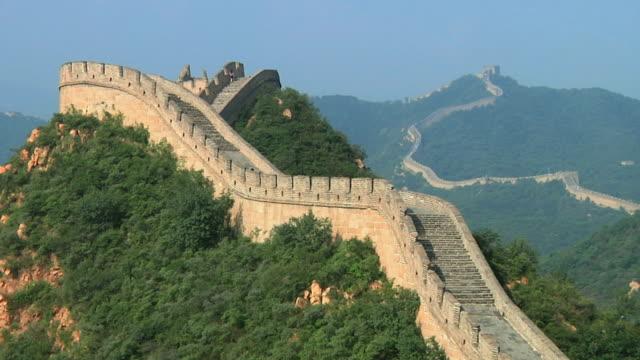 ws great wall of china at badaling / beijing, china - badaling great wall stock videos & royalty-free footage
