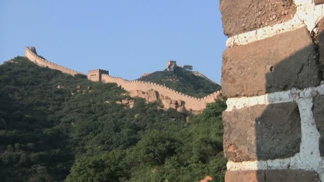 ws great wall of china at badaling pass / beijing, china - badaling great wall stock videos & royalty-free footage