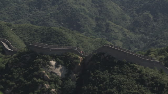 ws ha pan great wall of china, badaling / china - badaling great wall stock videos & royalty-free footage