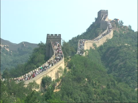WA Great Wall of China crowded with tourists, snaking up hill, Badaling, China