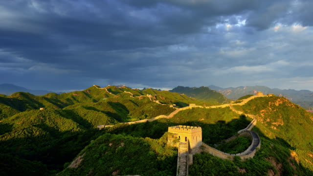 great wall of china, day to sunset time lapse - day to sunset stock videos & royalty-free footage
