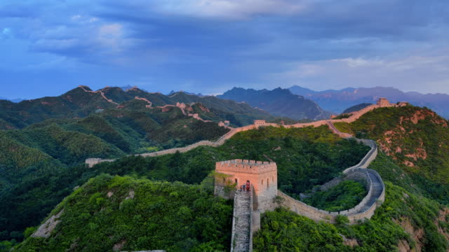 great wall of china, day to sunset time lapse, zoom in - great wall of china stock videos & royalty-free footage