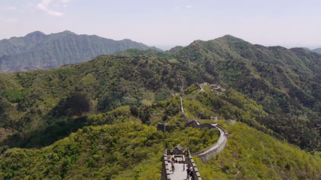 great wall of china, mutianyu, mountians, clouds, beijing, china - mutianyu stock-videos und b-roll-filmmaterial