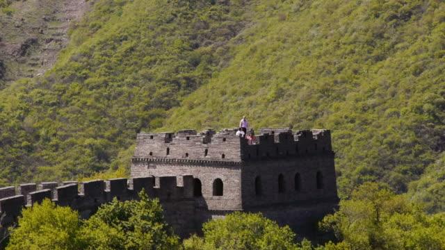stockvideo's en b-roll-footage met great wall of china, mutianyu, watchtower, woods, sunshine, beijing, china - mutianyu