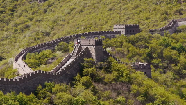 great wall of china, mutianyu, watchtowers, woods, sunshine, beijing, china - mutianyu stock videos & royalty-free footage