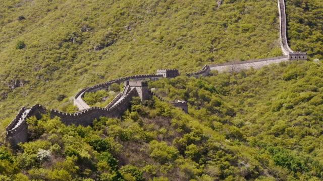 stockvideo's en b-roll-footage met great wall of china, mutianyu, woods, sunshine, beijing, china - mutianyu