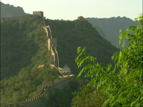 wa great wall of china snaking up hill, mutianyu, china - mutianyu stock videos & royalty-free footage