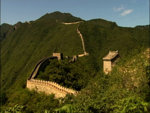 wa great wall of china snaking up mountain, mutianyu, china - mutianyu stock videos & royalty-free footage