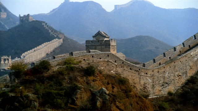 low aerial, great wall of china  - great wall of china stock videos & royalty-free footage