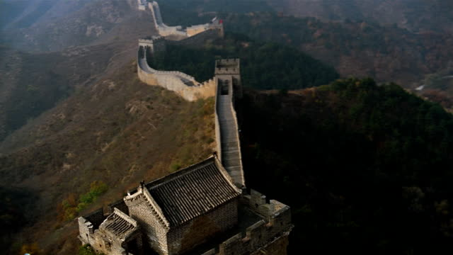 aerial, great wall of china  - chinesische mauer stock-videos und b-roll-filmmaterial