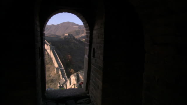 ws, ha, great wall of china, view through stone arch, china - stationary process plate stock videos and b-roll footage