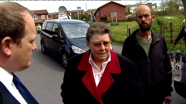 greater manchester: rochdale: tintern avenue: ext gillian duffy speaking surrounded by press sot - why have you allowed rochdale to get into such a... - circondare video stock e b–roll