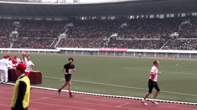 vídeos de stock e filmes b-roll de greater-than-expected number of foreign runners, estimated to be as many as 650, took part sunday in north korea's annual spring marathon through the... - 50 seconds or greater