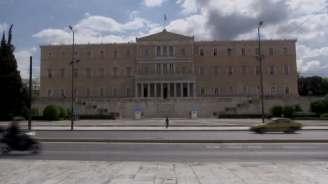greece begins a gradual easing of coronavirus lockdown rules. from may 4 some businesses that were closed last month will be allowed to reopen,... - athens greece stock videos & royalty-free footage