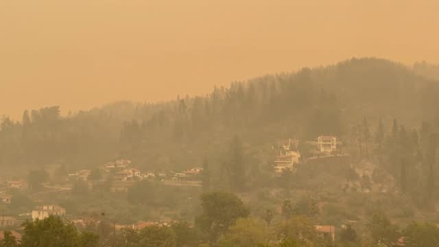 vídeos de stock, filmes e b-roll de greece has been battling wildfires across the country on the seventh day of blazes that have spiraled into the evacuation of thousands of people from... - grécia