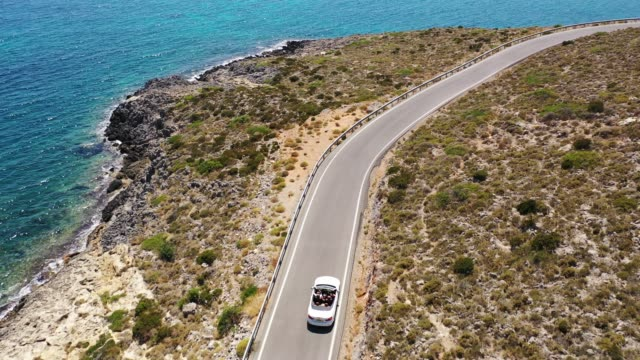 vídeos de stock e filmes b-roll de greek beach drive - convertible