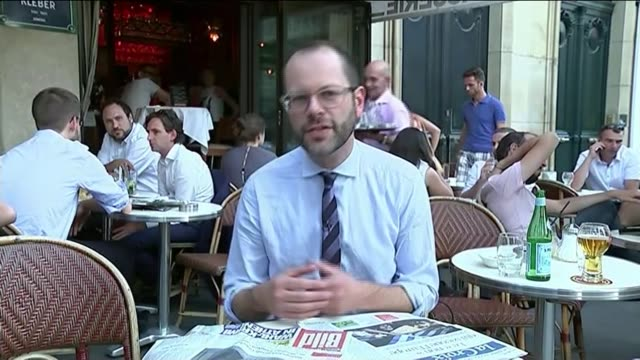 angela merkel and francois hollande meet in paris ext reporter to camera - ユーロ圏債務危機点の映像素材/bロール