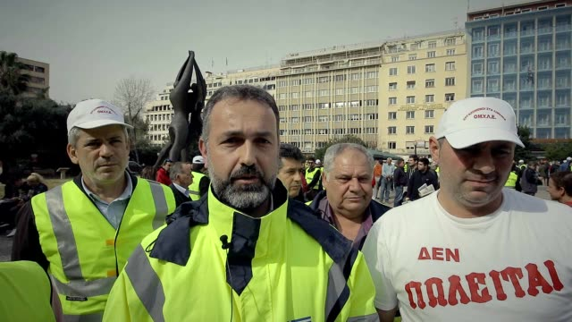 vidéos et rushes de greek dock workers marched to the finance ministry on wednesday morning during their twoday strike to protest against the sale of the country's two... - débardeur