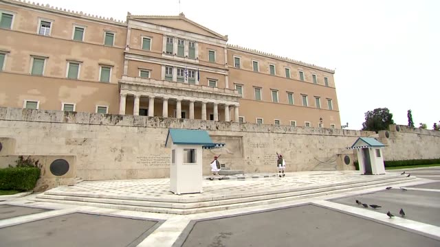 greek parliament building in athens - infantry stock videos & royalty-free footage