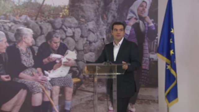 vidéos et rushes de greek prime minister alexis tsipras foreign minister of luxembourg jean asselborn european parliament president martin schulz and european... - bâtiment du parlement