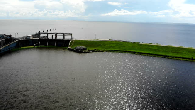 green algae blooms are seen at the port mayaca lock and dam on lake okeechobee on july 10, 2018 in port mayaca, florida. gov. rick scott has declared... - florida us state stock videos & royalty-free footage