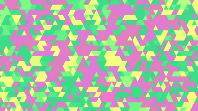 vídeos y material grabado en eventos de stock de triángulos verde y morado - diseño natural