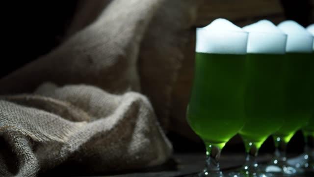 グリーンビール - 荒い麻布点の映像素材/bロール