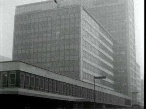 green belt development:; d: england: london: ministry of housing: ext tilt along & down esso building: neg: 16mm: itn: 15 secs: 9.5 ft: 25.2.63 /... - アラステア・バーネット点の映像素材/bロール
