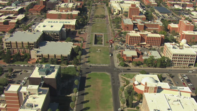 ws aerial green lawn and university of arizona / phoenix, arizona, united states  - phoenix arizona stock-videos und b-roll-filmmaterial