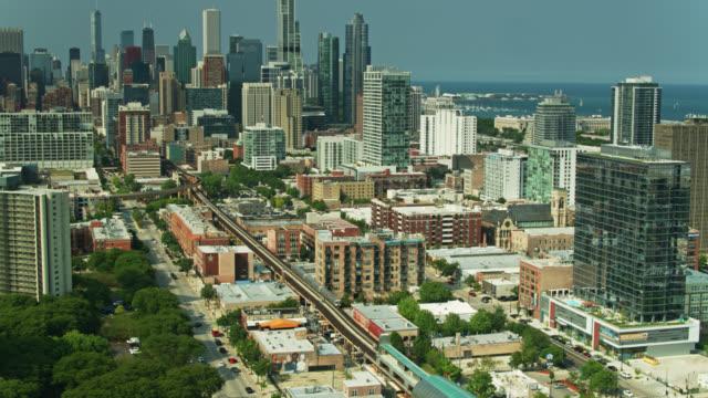 vídeos y material grabado en eventos de stock de tren de la línea verde l que se dirige a través de cerca del lado sur hacia south loop - chicago 'l'