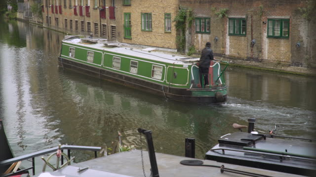 green narrow boat on regent's canal - canal stock videos & royalty-free footage