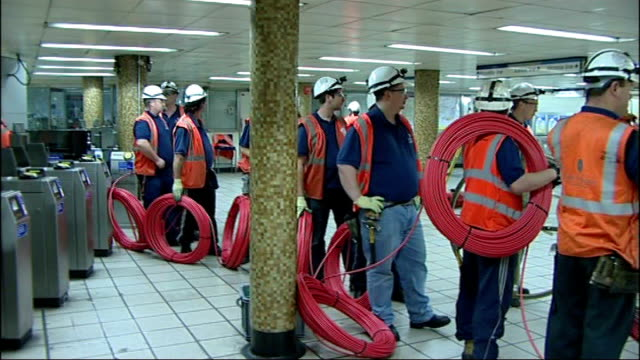 vídeos de stock, filmes e b-roll de maintenance workers in tube station machine cutting into tube track - parque green