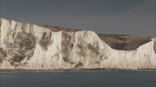 Green pastures spread across the plateau of the White Cliffs of Dover.