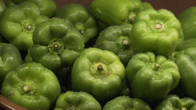 green peppers in a supermarket produce section - bell pepper stock videos & royalty-free footage