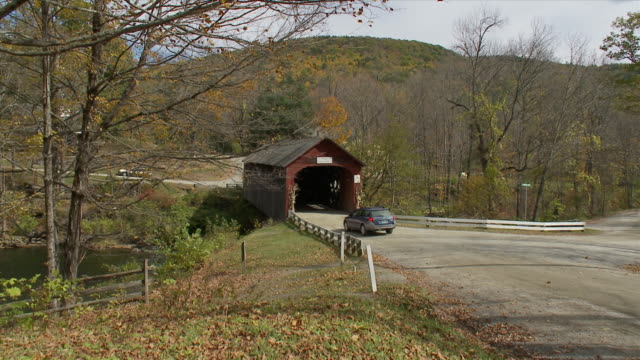 ws green river covered bridge - river green stock videos & royalty-free footage