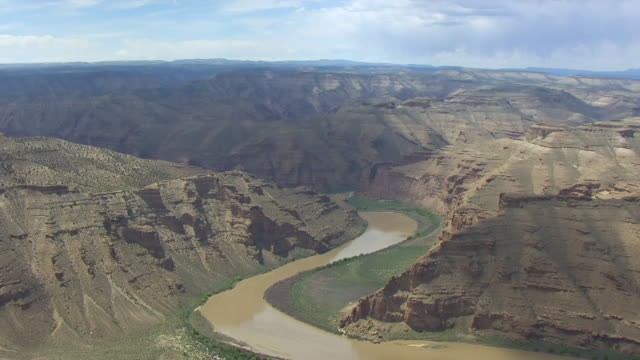 ws aerial green river in desolation canyon / utah, united states - river green stock videos & royalty-free footage