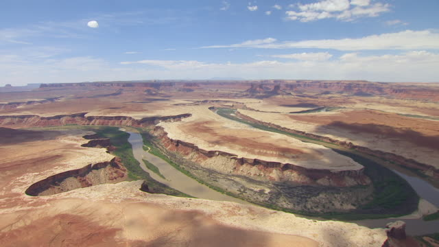 ms aerial green river loop in canyon lands national park / utah, united states - river green stock videos & royalty-free footage