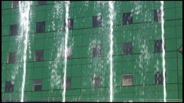 (hd1080i) verde squirt - squirt video stock e b–roll