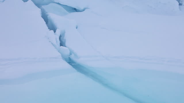 stockvideo's en b-roll-footage met greenland tundra landscape, tilt up - onder