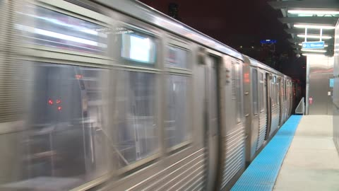 """greenline """"l"""" train approaches and leaves stop in chicago on january 27, 2016. - chicago 'l' stock videos & royalty-free footage"""