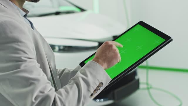 greenscreen tablet - konzeptauto stock-videos und b-roll-filmmaterial