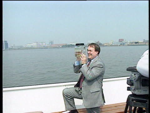 gvs prescott posing with crab in jar at site of proposed millennium dome lib prescott along pursued by press as speaks sot thats life we get on with... - john prescott politiker stock-videos und b-roll-filmmaterial