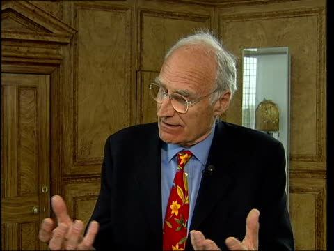 vídeos de stock e filmes b-roll de greenwich observatory wants to turn itself into a worldclass visitor attraction itn london int peter snow sot dome of observatory - peter snow