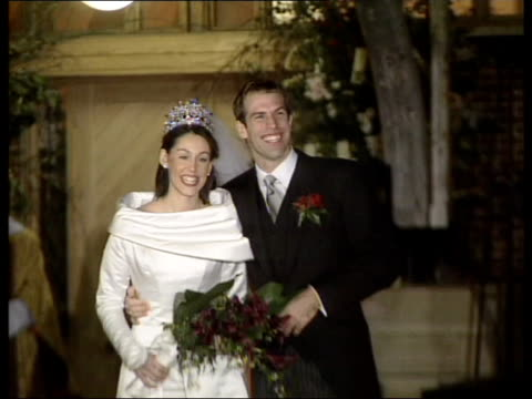 vídeos de stock, filmes e b-roll de berkshire dowie abbey greg rusedski kissing bride lucy conner after wedding and speaking to press sot best day of my life dowie abbey press outside... - papel em casamento