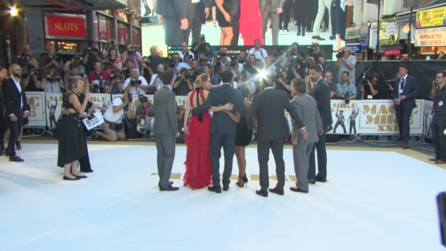 vídeos y material grabado en eventos de stock de gregory jacobs adam rodriguez jada pinkett smith channing tatum amber heard matt bomer at 'magic mike xxl' european film premiere at vue west end on... - amber smith
