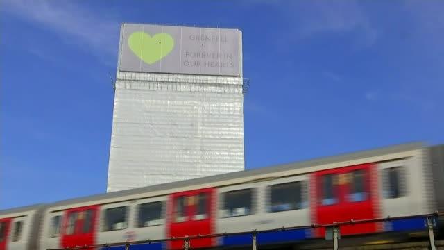grenfell inquiry: borough commander gives evidence / site to be taken over by government; england: london: north kensington: ext tilt up grenfell... - eingewickelt stock-videos und b-roll-filmmaterial