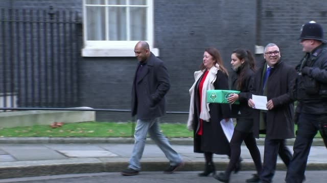 additional experts to be appointed to inquiry panel r121217028 / england london downing street ext various of people bereaved by the grenfell tower... - petition stock-videos und b-roll-filmmaterial