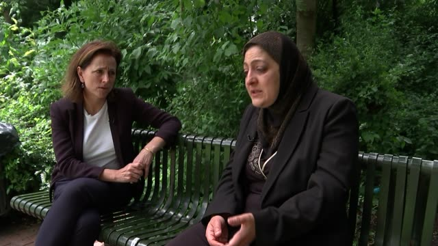 theresa may orders full public inquiry / death toll rises sawsan choucair chatting to reporter sot - ジャッキー ロング点の映像素材/bロール