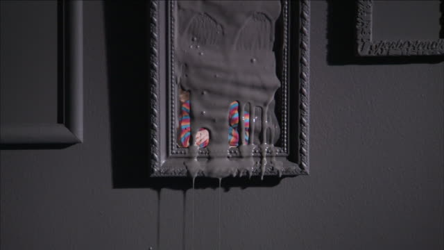 grey goo drips from a piece of art in a gallery. - にじみ出す点の映像素材/bロール