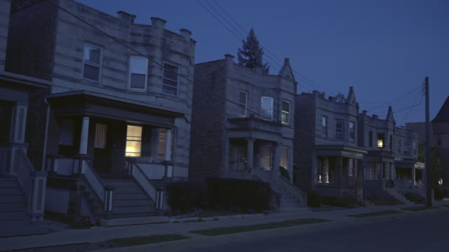 vídeos y material grabado en eventos de stock de greystone apartments night - establishing shot